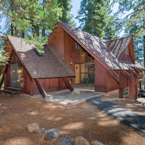 647 E Mountain Ridge Rd, Lake Almanor Country Club, CA 96137